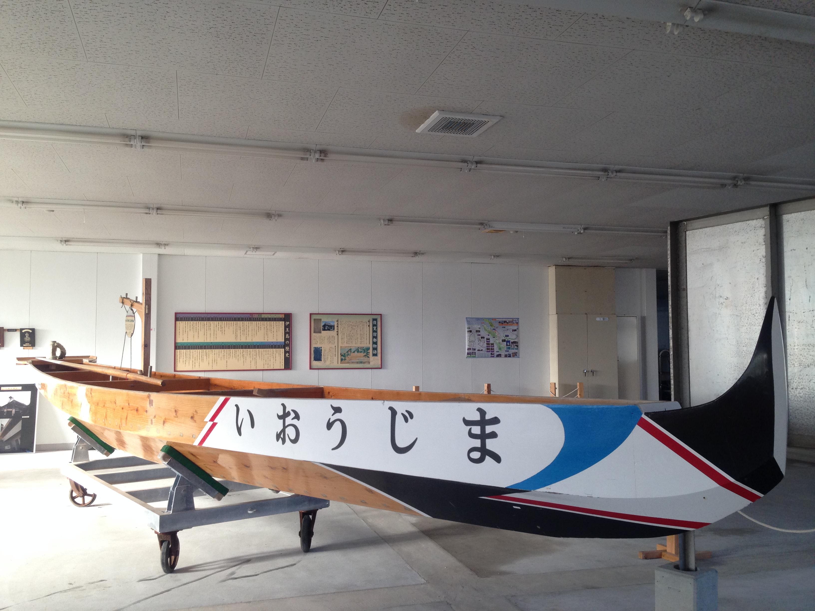 伊王島で毎年開催されるペーロン大会で使われるペーロン船の展示スペース