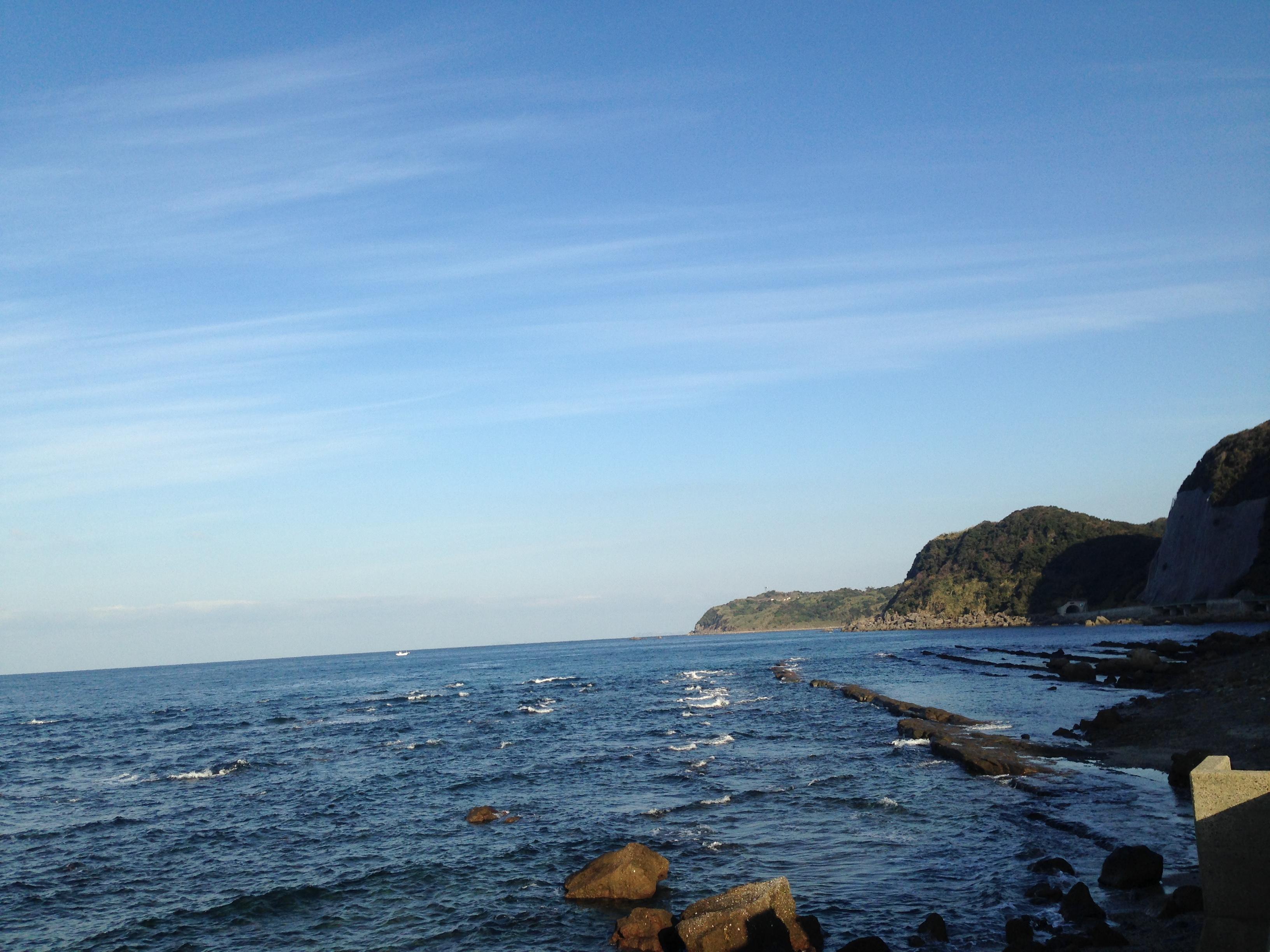 満潮時の畦の岩這