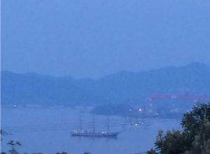伊王島沖に停泊する帆船