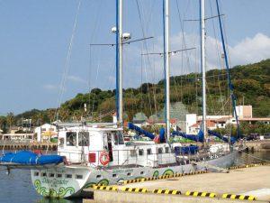 伊王島沖を帆船が進む2