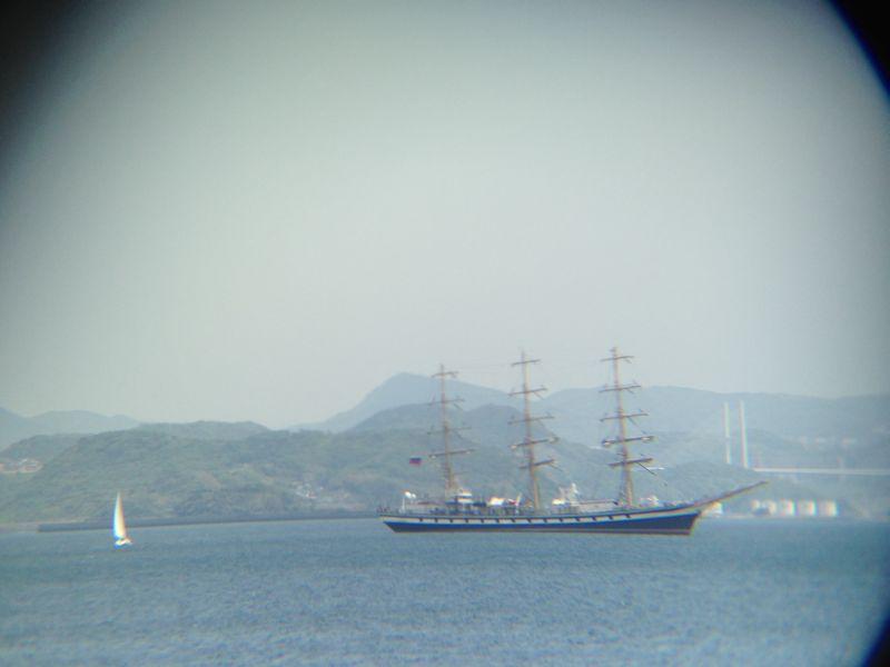 伊王島沖を進むロシア船籍の帆船「パラダ」