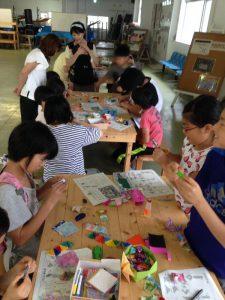 今日も折り紙好きの子供たちが集まりました。