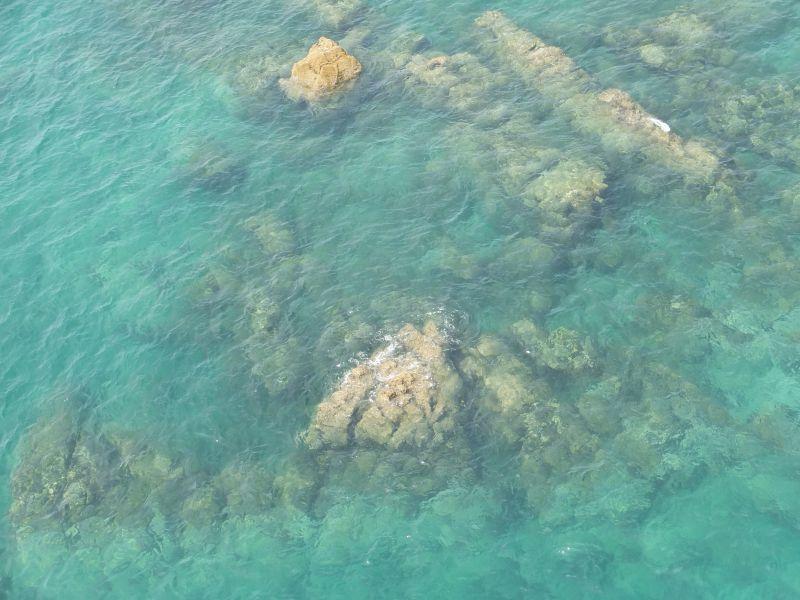 伊王島大橋からは透明度のたいへん高い伊王島ブルーの海を見ることもできます。