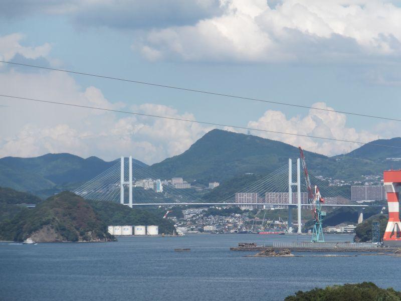 美しいシルエットの長崎のゲートブリッジである女神大橋